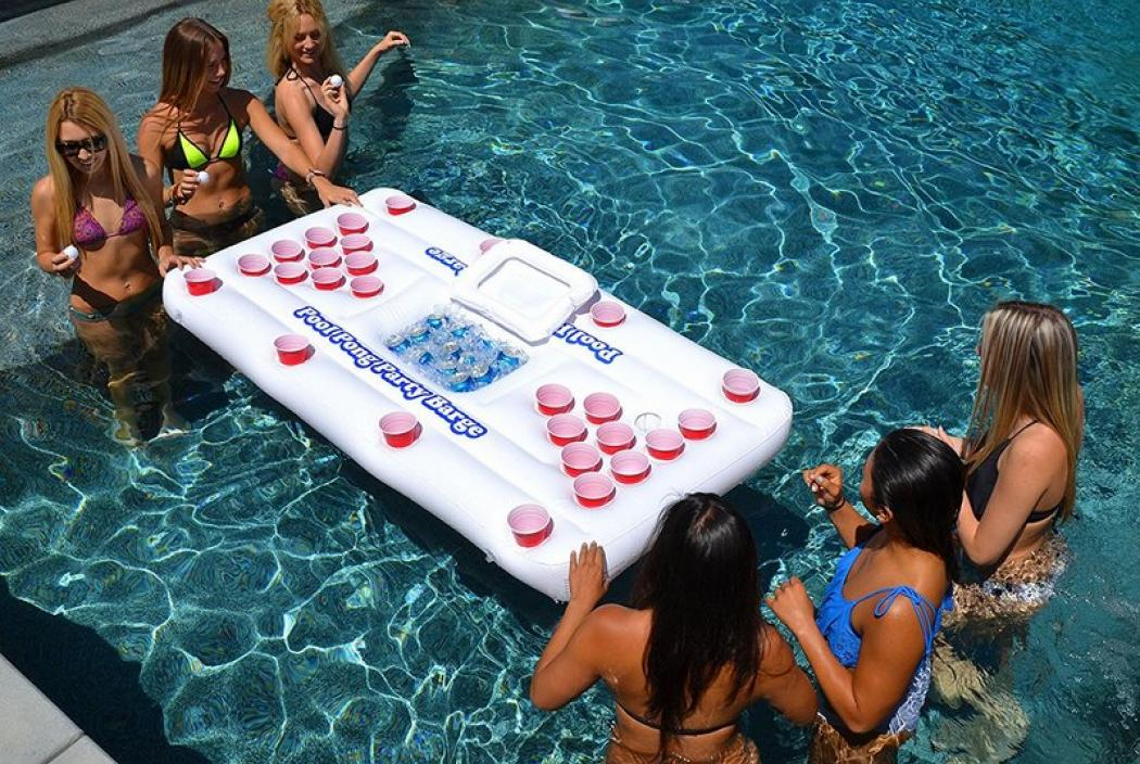 Schwimmender Beer Pong Tisch - ein Musthave fuer jede Poolparty